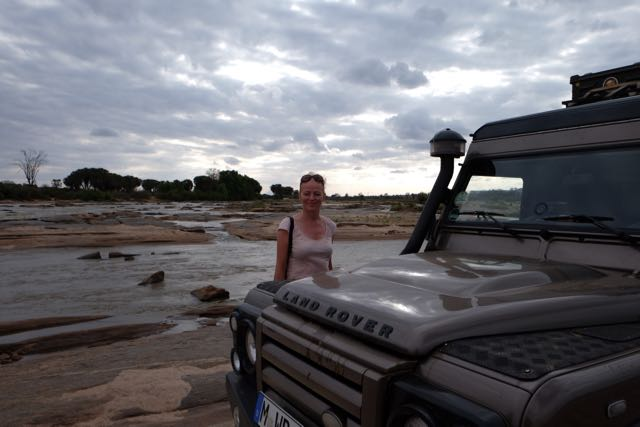 Barbara + Angus am Galana-River im Tsavo East NP